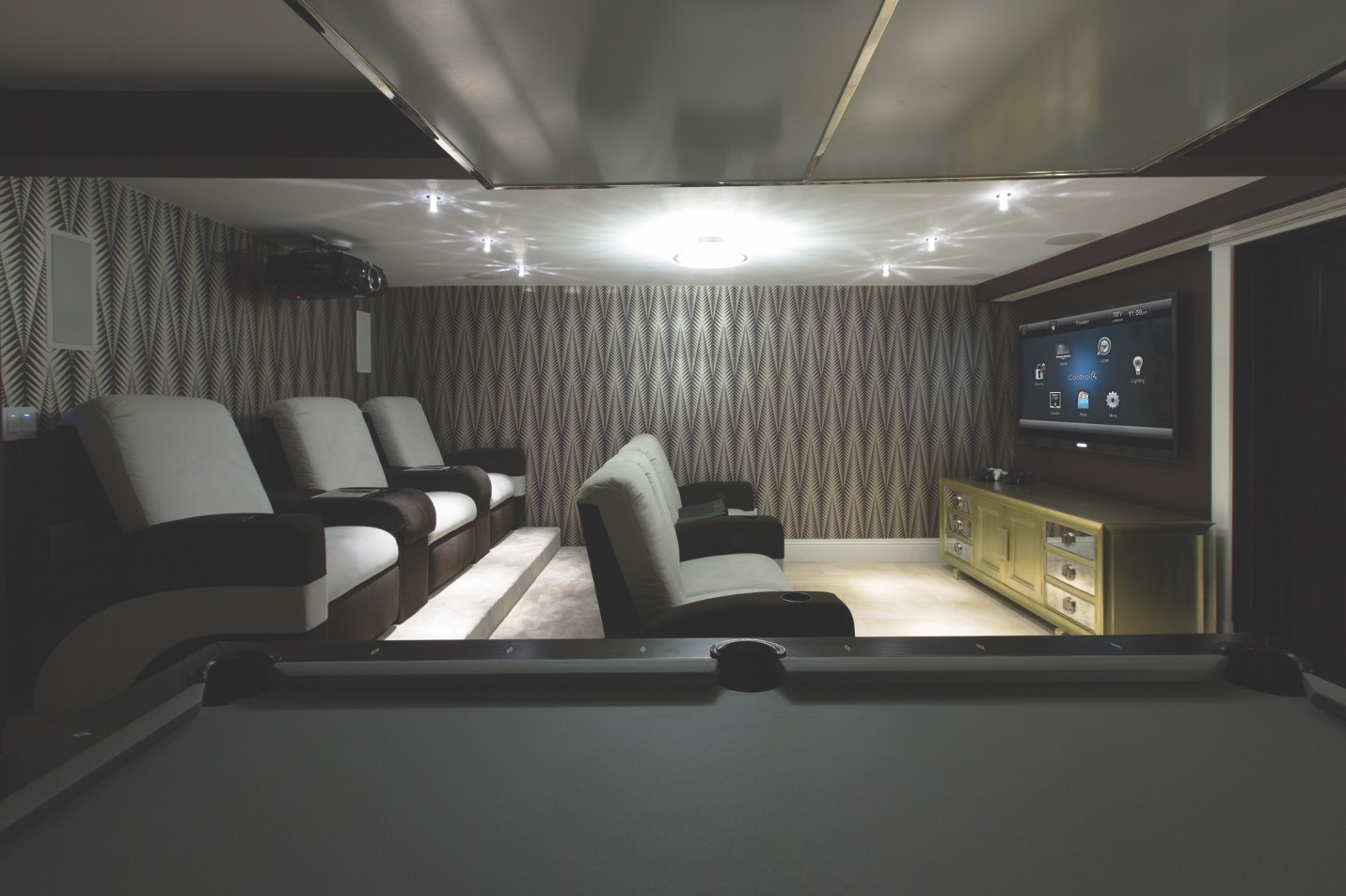 Find the Right High-End Receiver for Your Home Theater System